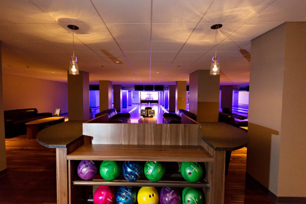 pinstripes chicago bowling lanes