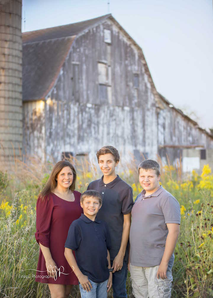 Photograph compliments of EsteeG Photography, on location at Green Farm, Naperville