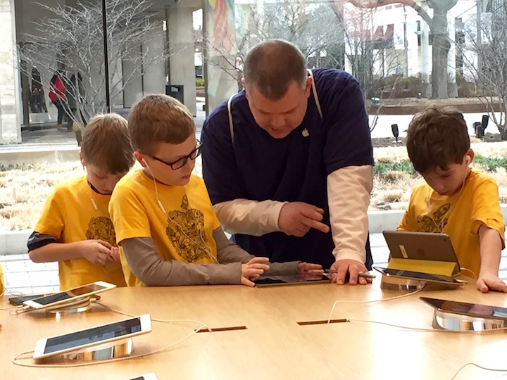 cub-scouts-apple-store-field-trip