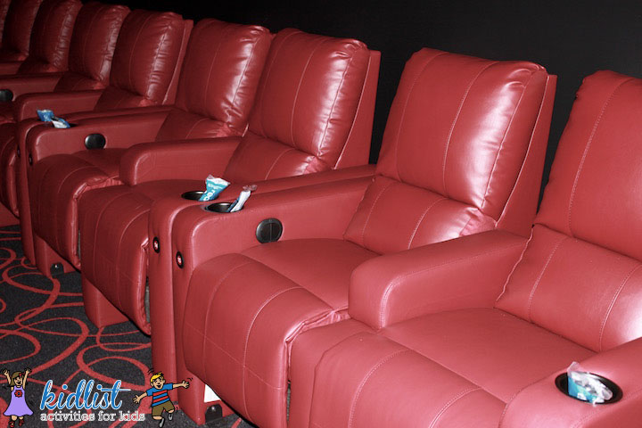 amc-oakbrook-12-plush-power-recliners
