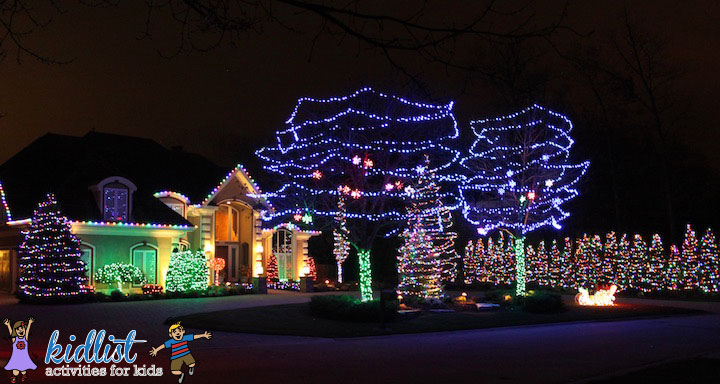 8269-graystone-drive-burr-ridge-christmas-lights