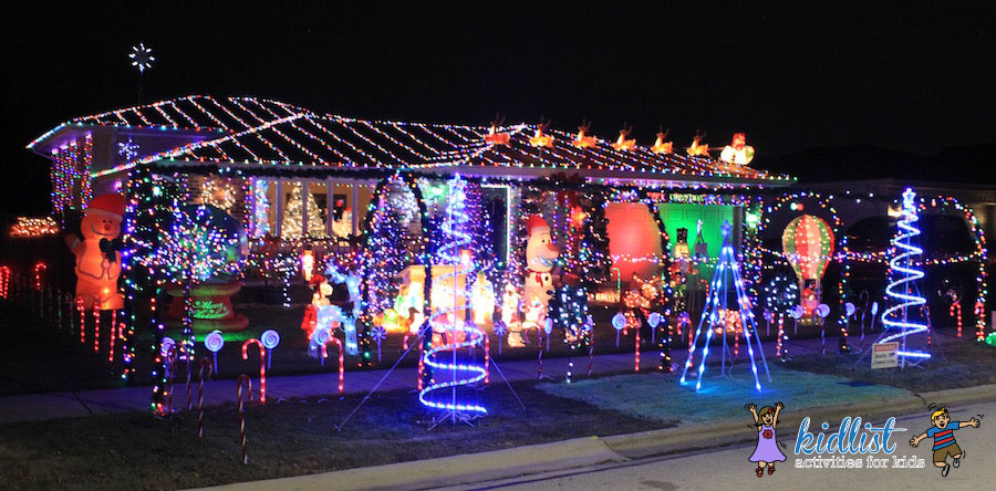 16538 parkview avenue in tinley park this entire house is decked out even the sides the bursting star on the roof is a nice touch too